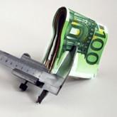 Geldscheine in Klemme