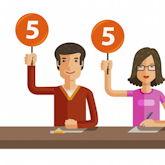 """Jury aus drei Personen, halten alle Schilder mit """"5"""" hoch (Zeichnung)"""
