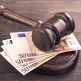 Richterhammer auf Geld