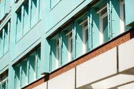 Fenster des Hochschul-Gebäudes