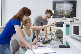 Praxisnahes Lernen im Labor (EAH Jena)