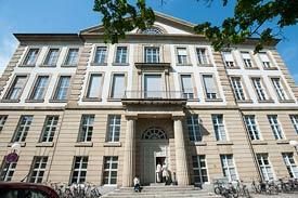 Das Bauingenieurgebäude des Karlsruher Instituts für Technologie.