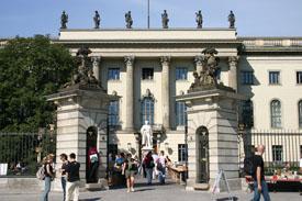 Humboldt-Universität zu Berlin, Hauptgebäude, Unter den Linden 6
