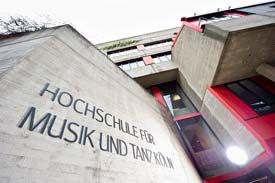 Der Eingang zur Hochschule