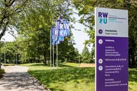 Der Eingang zur RWU