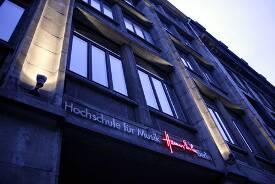 Eingang zur Hochschule für Musik Hanns Eisler Berlin.
