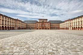 Schloss Mannheim mit Ehrenhof