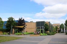 Mensa und Campus der Hochschule Neubrandenburg