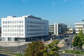 Gebäude TH Nürnberg an Straßenkreuzung