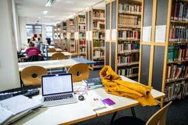 In der Bibliothek der EVHN