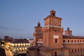 Hochschule in Ferrara von außen