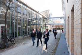 Auf dem Campus der Hochschule Biberach