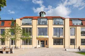 Hauptgebäude der Bauhaus-Univeristät Weimar