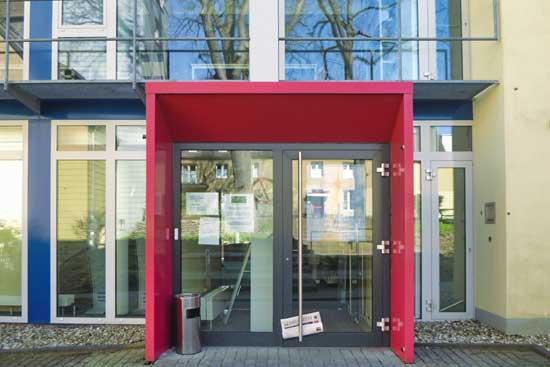 Der Eingang zur Bibliothek der Kirchlichen Hochschule Wuppertal/Bethel