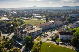 Luftbild der Hochschule mit Blick nach Süden