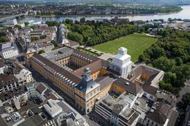 Luftaufnahme des Hauptgebäudes der Rheinischen Friedrich-Wilhelms-Universität Bonn.