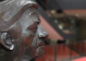 Helmut Schmidt. Bronze von Manfred Sihle-Wissel
