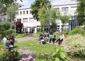 Außenansicht der Universität Witten/Herdecke