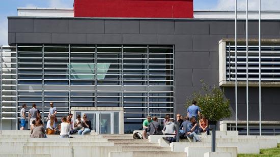 Gebäude und Campus der Hochschule