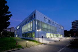 Das Hörsaal- und Medienzentrum auf dem Campus Lichtwiese der TU Darmstadt