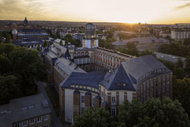 Campus der TU Dresden mit dem Beyer-Bau