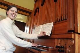 Orgelspielerin