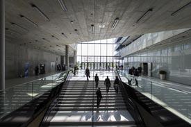 Foyer des Universitätsgebäudes in der HafenCity