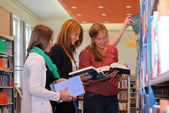 In der Bibliothek der Fachhochschule