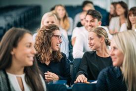 Studierende in Seminarveranstaltung