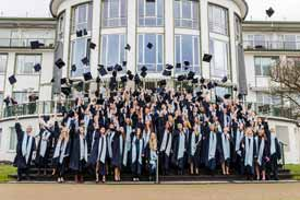 Absolventenfeier an der APOLLON Hochschule