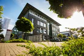 Das Hauptgebäude der APOLLON Hochschule