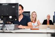 Studierende bei der Arbeit am Computer