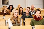 Studierende bei einer Vorlesung im Hörsaal