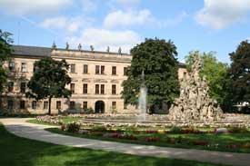 Schloss in Erlangen (Blick aus dem Schlossgarten)