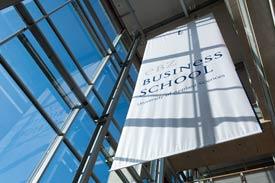 Das Banner im Foyer der EBZ