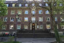 Das Hauptgebäude der Fliedner Fachhochschule Düsseldorf