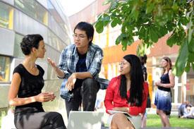Studierende auf dem Campus - FU Berlin