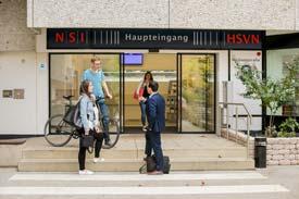 Der Haupteingang der HSVN