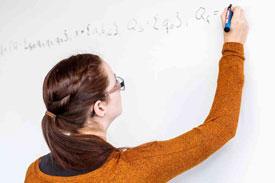 Studentin berechnet Formel