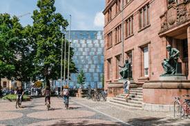 Bibliotheksgebäude von außen