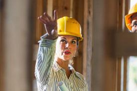 Bauingenieurin auf der Baustelle