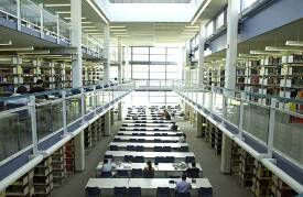 Die Bereichsbibliothek im Haus Recht und Wirtschaft der Johannes Gutenberg Universität Mainz.