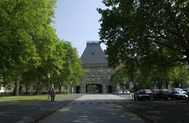 Das Hauptportal der Johannes Gutenberg Universität Mainz.