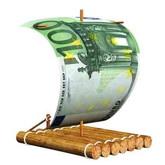 Auf der Suche nach der Studienfinanzierung: Floß mit 100-Euro-Geldschein als Segel