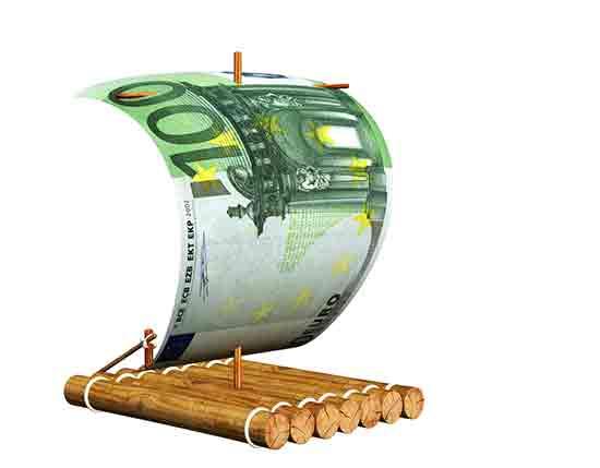 Floß mit 100-Euro-Geldschein als Segel