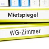 Ordner mit Aufschrift Mietspiegel und WG-Zimmer