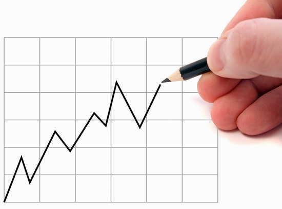 Auf kariertem Blatt wird mit einem Bleistift ein zackige Kurve aufgezeichnet
