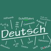 """Auf einer grünen Tafel steht groß """"Deutsch"""", umgeben von einigen schwierigen Worten und grammatikalischen Begriffen"""