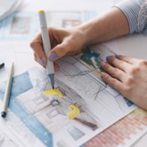 Hände zeichnen Illustration einer Inneneinrichtung