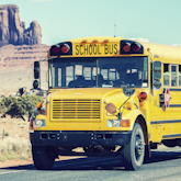Schulbus im Monument Valley (USA)